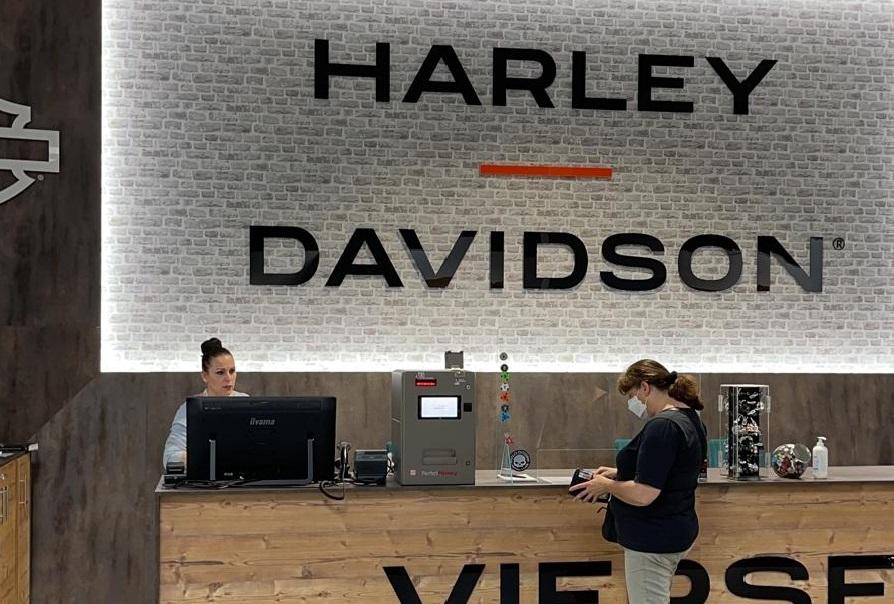 Harley Davidson Viersen setzt auf den handlichen Bezahlautomaten PerfectMoney Vicky.