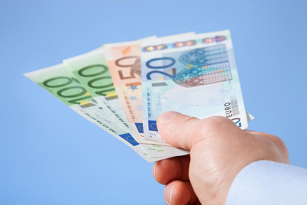 Deutsche zahlen trotz Corona am liebsten mit Bargeld